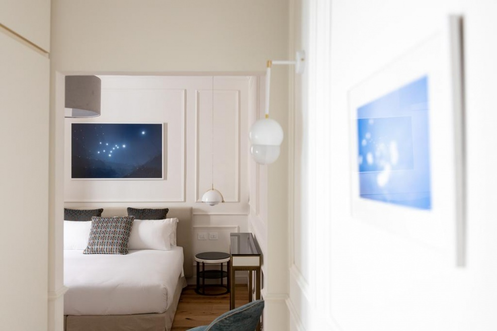 arredamento hotel parisii luxury relais roma particolare consolle e comodino