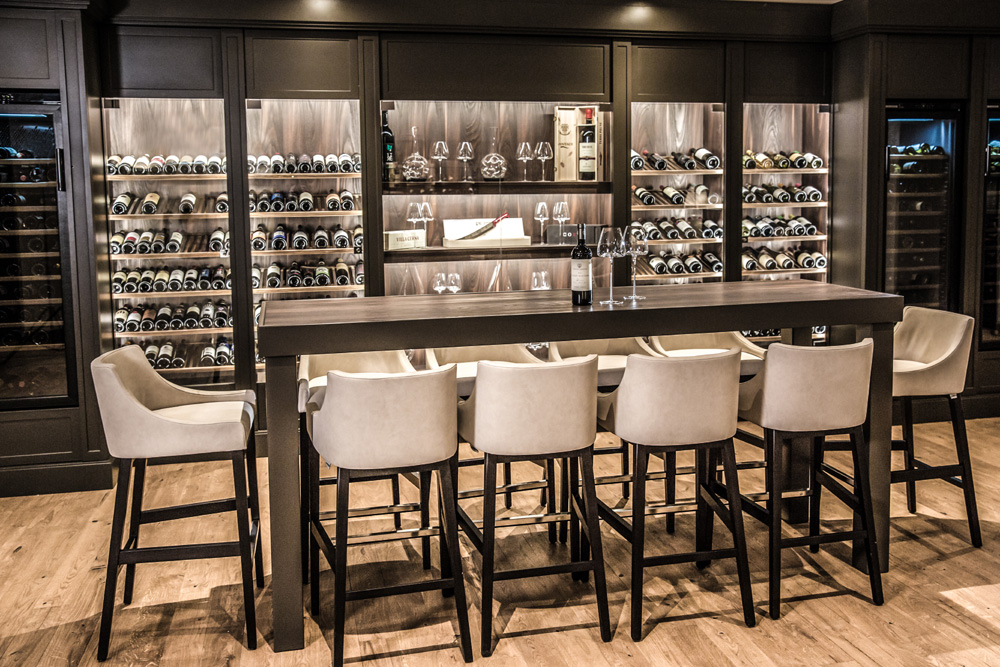 arredamento hotel toscana resort castelfalfi esempio tavolo degustazione vino