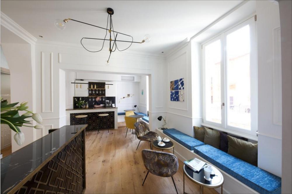 particolare di arredamento zona reception relais di lusso a roma