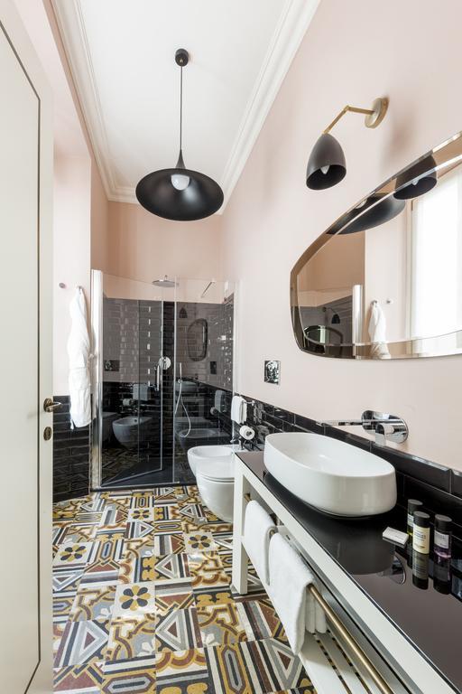 arredamento parisii luxury relais roma particolare costruzione mboile bagno con vetro verniciato