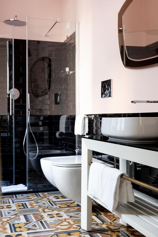 arredamento parisii luxury relais roma particolare costruzione mobile bagno laccato