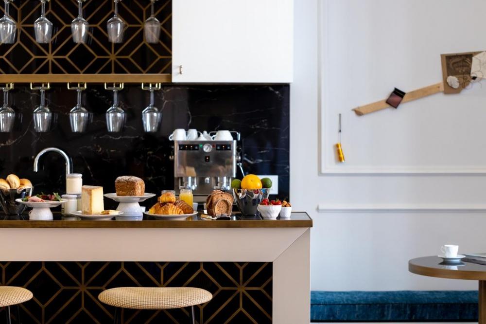 arredamento parisii luxury relais roma particolare tavolino colazione