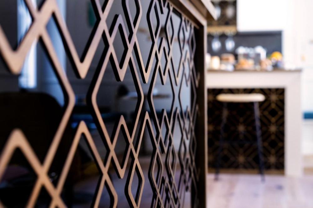 arredamento parisii luxury relais roma particolare ferro lamiera banco reception