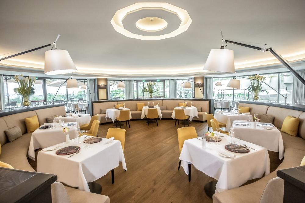 arredamento ristorante in hotel castelfalfi esempio di sala da pranzo