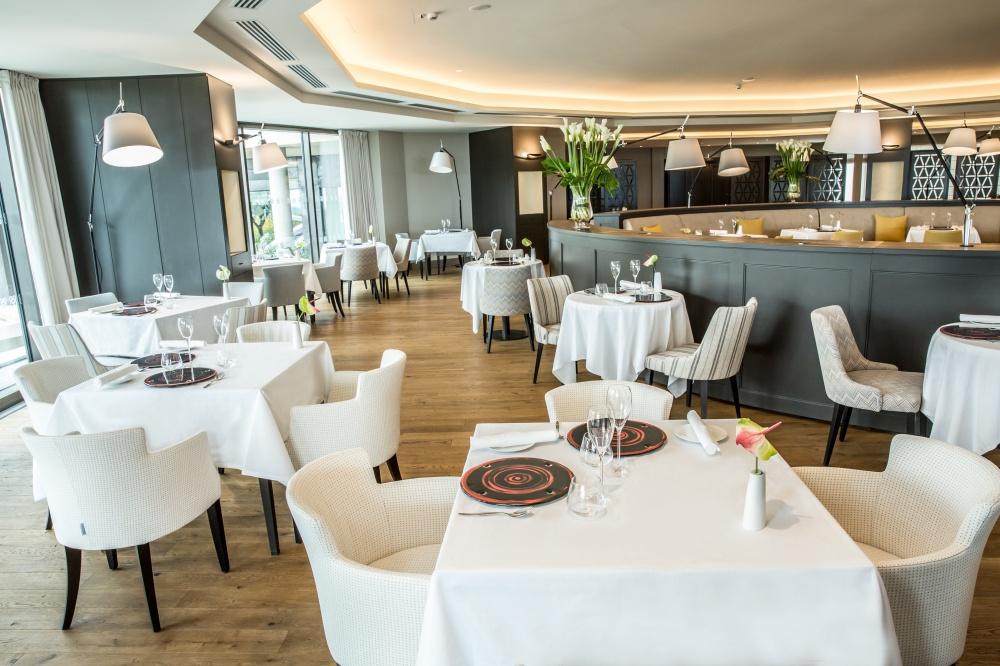 arredamento ristorante hotel a castelfalfi particolare sala da pranzo
