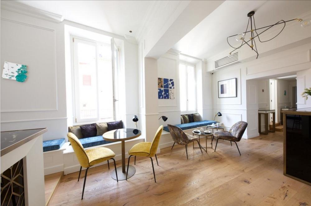arredi hotel parisii luxury relais roma particolare costruzione tavolino colazione ferro verniciato